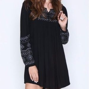 🌻Monoreno Embroidered Tunic Dress Black